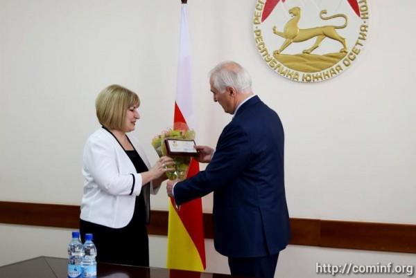 Леонид Тибилов поощрил представителей научной интеллигенции и сотрудников КСП госнаградами