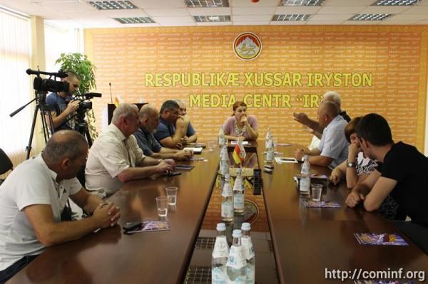 День Победы в августовской войне стал темой круглого стола в Цхинвале