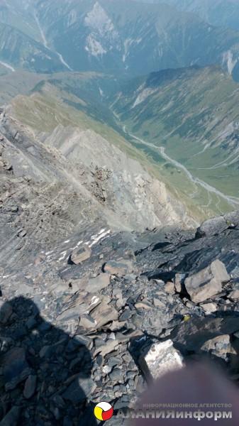 В честь 9-ой годовщины признания независимости РЮО РФ группа активистов поднялась на гору Бурсамдзел