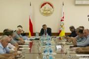 Анатолий Бибилов провел совещание по вопросам реализации Инвестпрограммы на 2017 год