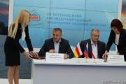 Бибилов и Аксенов подписали протокол о сотрудничестве между Южной Осетией и Крымом