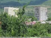 Сотрудники ЖКХ столичной администрации ремонтируют подъезды домов
