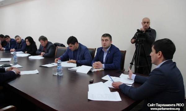 В Парламенте Южной Осетии обсудили внесение изменений в закон РЮО «Об оружии»